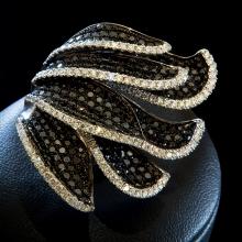 Ring - Weißgold 18 Kt - Weiße + schwarze Brillanten
